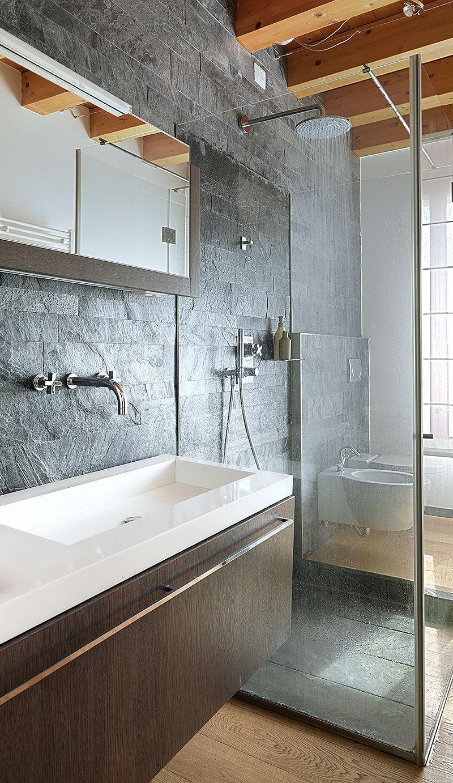 Moderne Duschkabine in einem Haushal tin Gladbeck